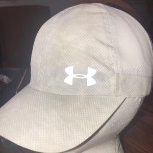 Under Armour Woman's Ball Cap. GG-73